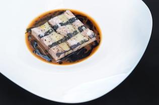 Rosticciana brasata con millefoglie di patata e olio affumicato